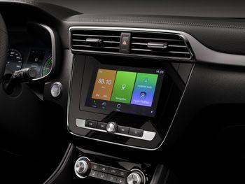 MG ZS EV er godt utstyrt, blant annet med 8-tommers skjerm.
