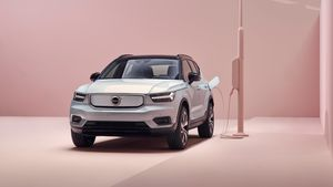 259200_Volvo_XC40_Recharge_P8_AWD_in_Gla