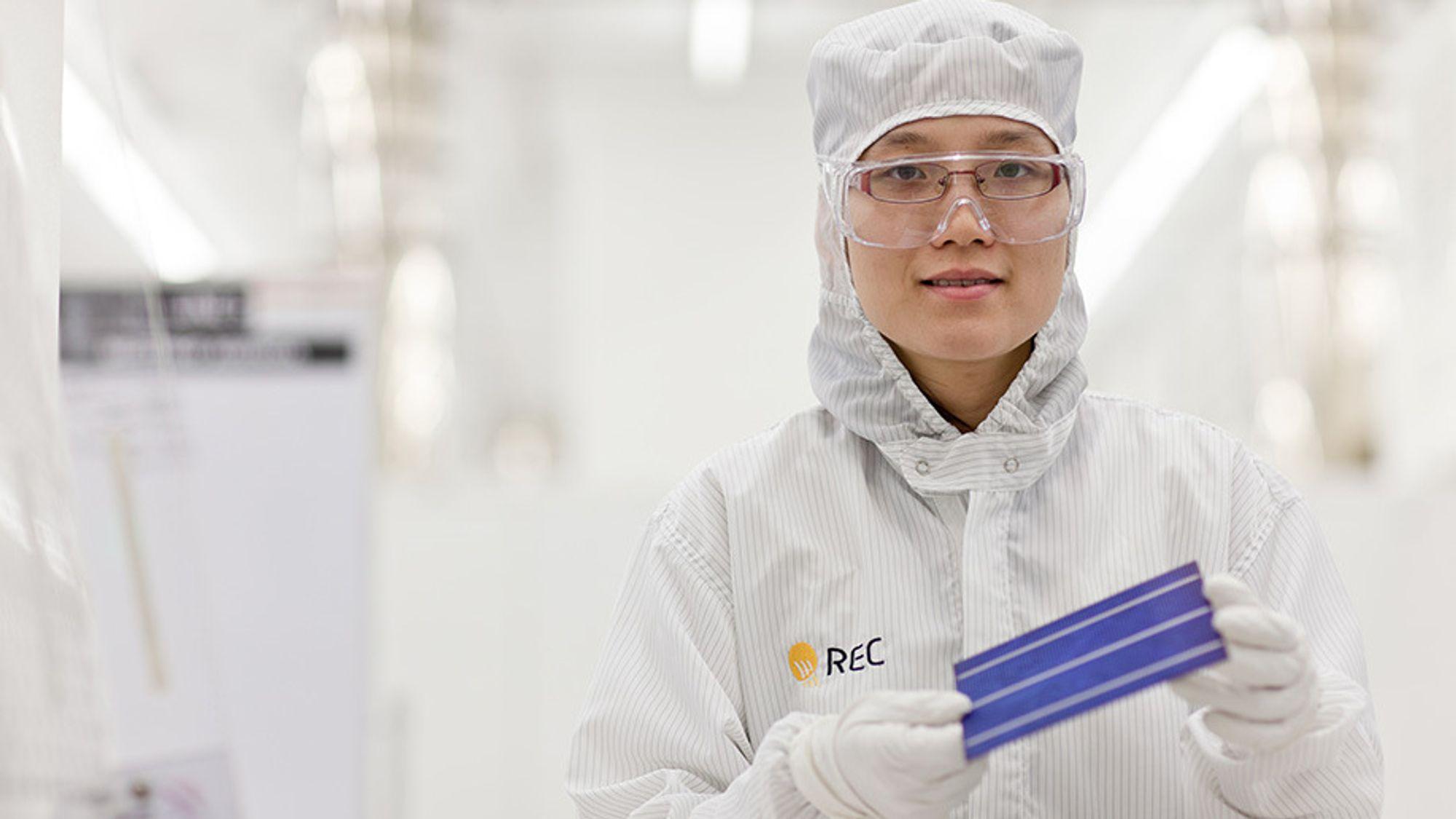 REC starter produksjon av supereffektive solceller i Singapor.