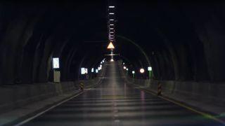 Se hvordan det blir å kjøre verdens lengste undersjøiske tunnel