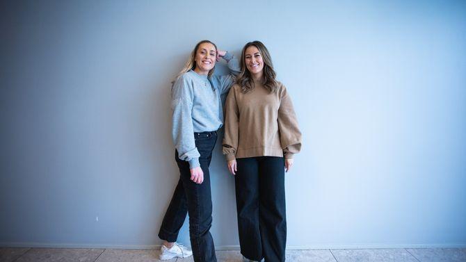 Julie Solberg og Rikke Monsen, programlederne i podkasten SCHENDIS