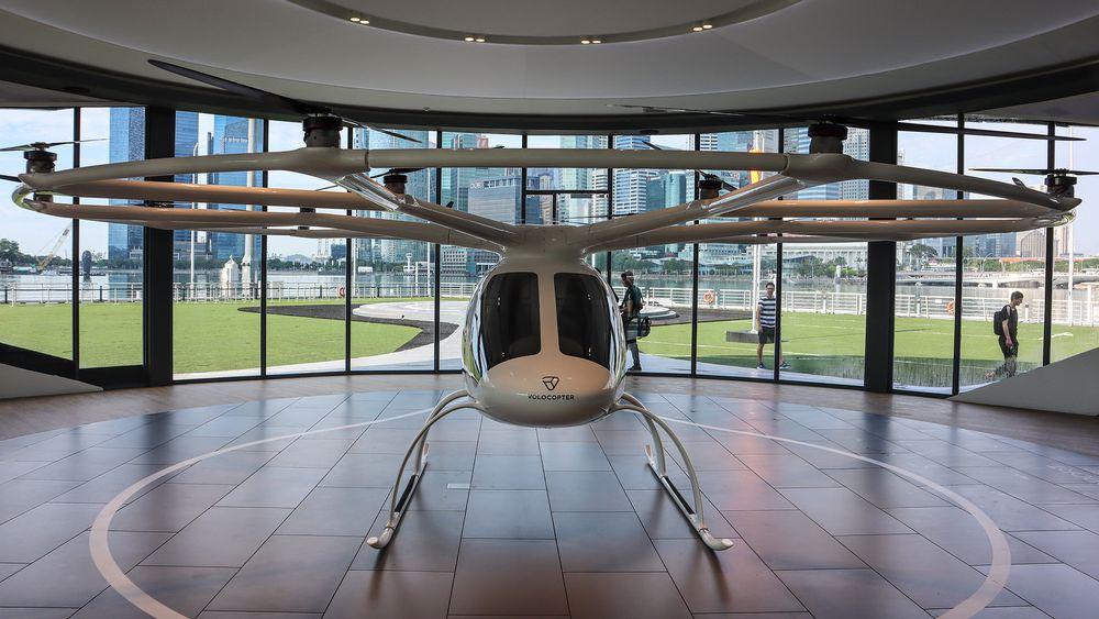 Volocopter: Hele stasen med to personer som flyr med 18 motorer veier under 900 kilo, inklusive de to om bord.