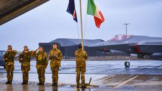 F-35 er ute på sitt første Nato-oppdrag – snart er det norske fly som overtar
