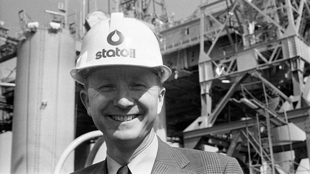 Statoil ble i sin tid etablert som et politisk virkemiddel med et klart samfunnsoppdrag. Derfor har selskapet opp gjennom årene blitt tildelt omfattende privilegier på norsk sokkel, skriver Øystein Noreng. Arve Johnsen var Statoils første direktør – her er han avbildet i mai 1974, med Odin Drill i bakgrunnen.