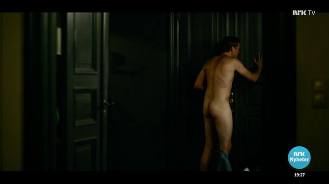 Denne sekvensen fra «Exit», der skuespiller Tobias Santelmann går rundt naken med en erigert penis, ble vist på Dagsrevyen.
