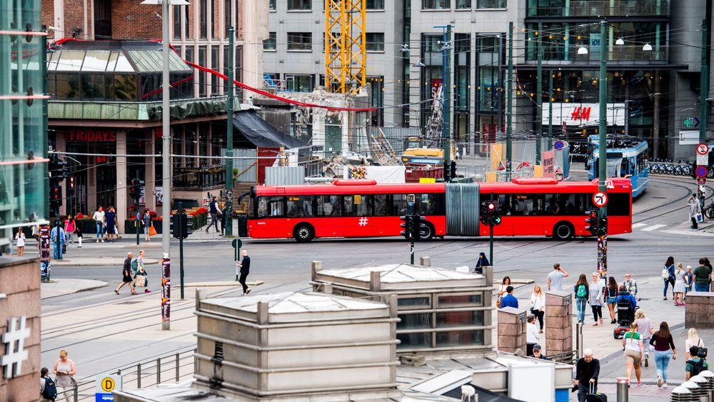 Til tross for svært mange lokaltog, metro- og busslinjer i den danske hovedstaden, er kollektivtrafikken mye tregere enn personbilen. Bildet er tatt i Oslo.