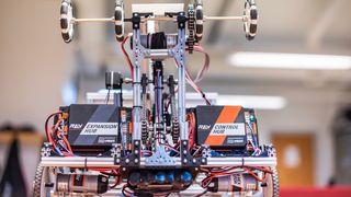 Studentenroboten Nordis skal samle inn plast raskest mulig. Nå konkurrerer den mot resten av verden