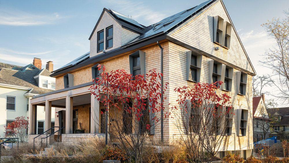 Dette plusshuset har Snøhetta og Skanska tegnet, prosjektert og utviklet på Harvard Campus i Massachusetts. Nå står også plussboliger på kartet for Norge.