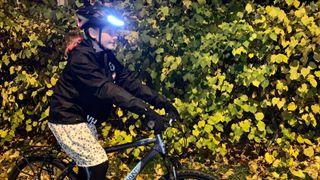 Smarte sykkelhjelmer kan gjøre mørke kvelder tryggere
