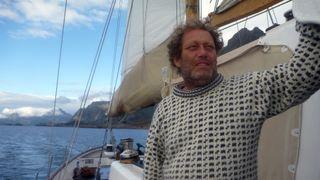På vei ut i båt nå: Bellona aksjonerer mot oljerigg ved Trænarevet