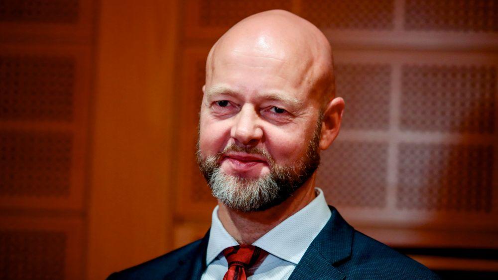 Etter nesten tolv år i jobben går Yngve Slyngstad (56) av som leder for oljefondet. Han blir sittende i stillingen til en ny sjef er på plass.