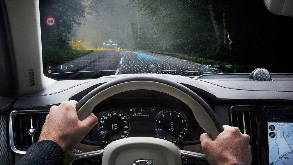 Det er mulig å plassere digitale forstyrrelser på veien, uten at bilen risikerer å bli ødelagt på ordentlig. Det gjør det billigere og raskere å teste prototyper – noe som vel å merke bare foregår på avstengte veier uten trafikk.