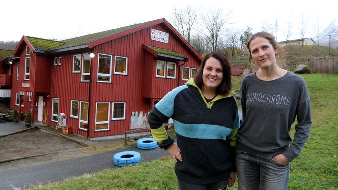 Charlotte Leonhardsen og Silje Horsberg Hagen er pedagogisk leder ved hver sin avdeling i Glomfjord barnehage.