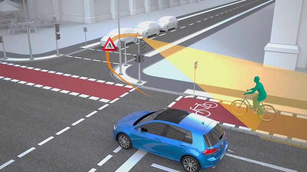 Slik forklarer VW hvordan V2X vil fungere i et lyskryss. Trafikklyset har en radar som gjenkjenner syklister og fotgjengere, og varsler bilisten om at det er fare på ferde.