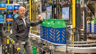 Industri 4.0: Raufoss-fabrikken produserer gassbeholdere døgnet rundt uberørt av menneskehender