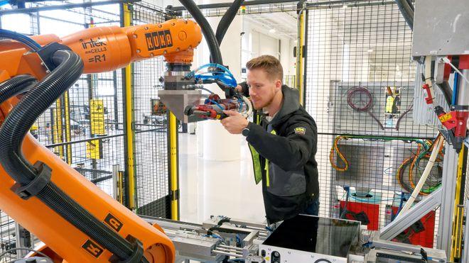 Automatisert produksjon fra Intek gjør det mulig å lage marine batterier i Norge