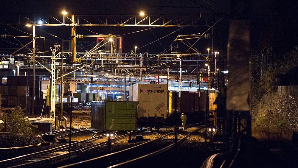 Godstog har sporet av utenfor Ulrikstunnelen ved Bergen jernbanestasjon. All togtrafikk mellom Bergen og Arna er stengt.
