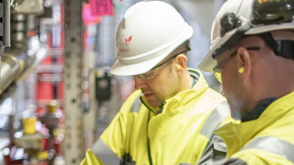 Her vil mange ingeniører være: På jobb for Equinor. På bildet er Paul Christie og Graeme Joiner fra driftsorganisasjonen for Mariner.