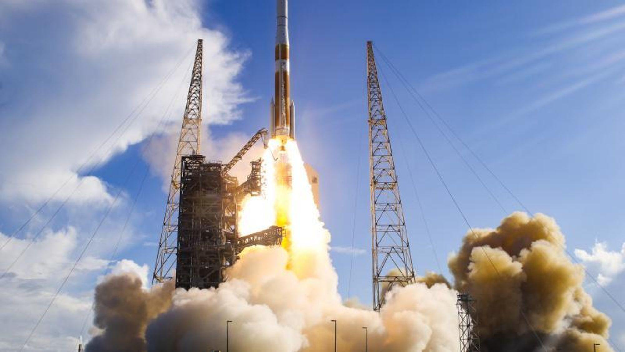 Opptil 20.000 satellitter vil bli sendt ut i kretsløp rundt Jorden i løpet av de kommende årene for å forsyne oss alle med internett. Og 30.000 flere kan følge etter hvis romfartsbedriften SpaceX får ja på sin neste søknad.