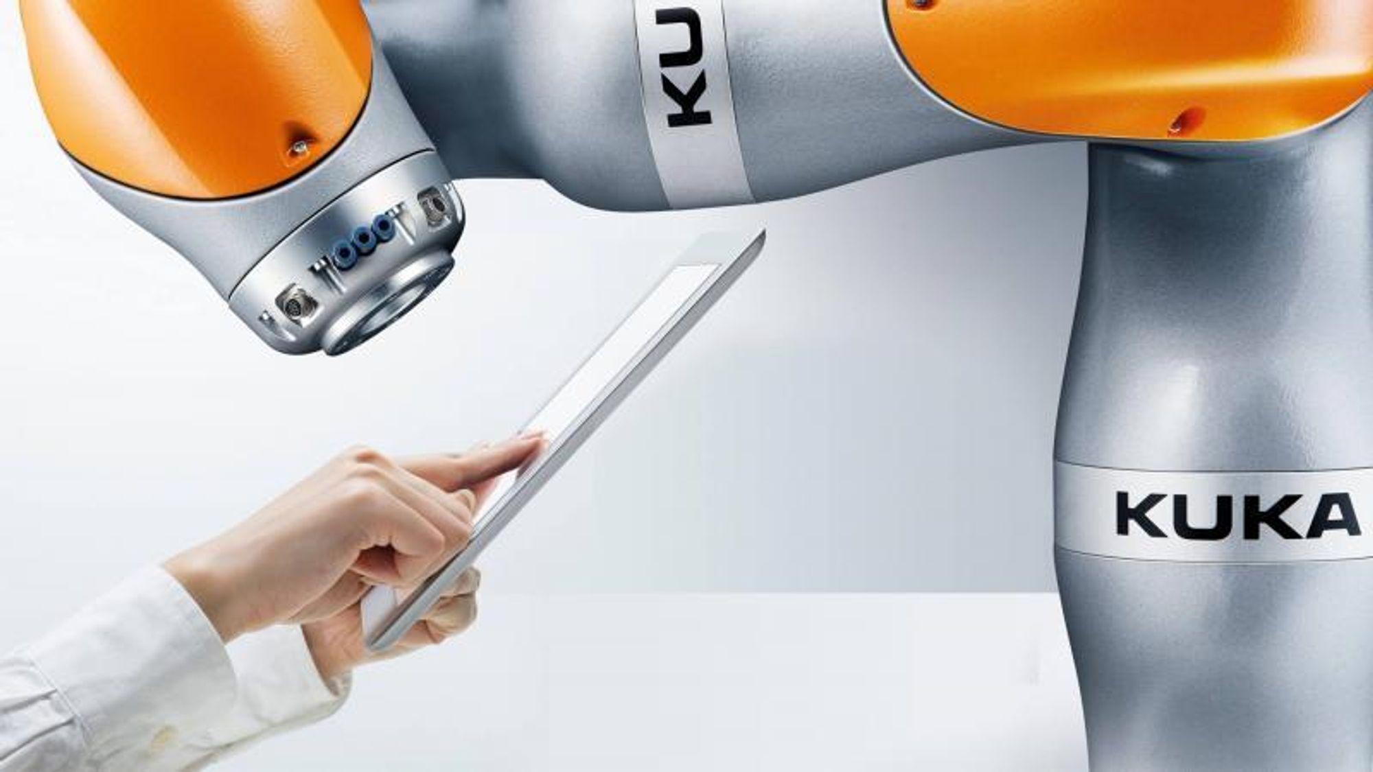 Prosjektet avsluttes med en demonstrasjon hvor en industriell robotarm fra tyske Kuka skal lære seg selv å plukke opp objekter fra et transportbånd som kjøres med varierende hastighet.