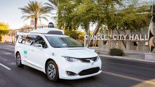 Waymo lover helt førerløse biler for taxitjenestens kunder