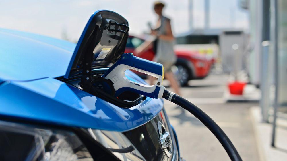 Av de som er interessert i å kjøpe bil, er det bare 40 prosent som sier de ønsker en elbil, ifølge undersøkelse.