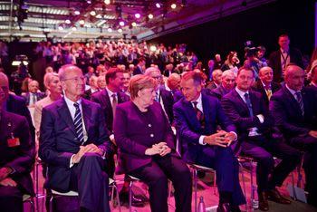 Herbert Diess i samtale med Angela Merkel.
