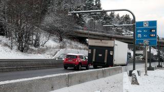 Bompenger fra Oslo skal finansiere veier andre steder. Men nå faller inntektene med 400 millioner