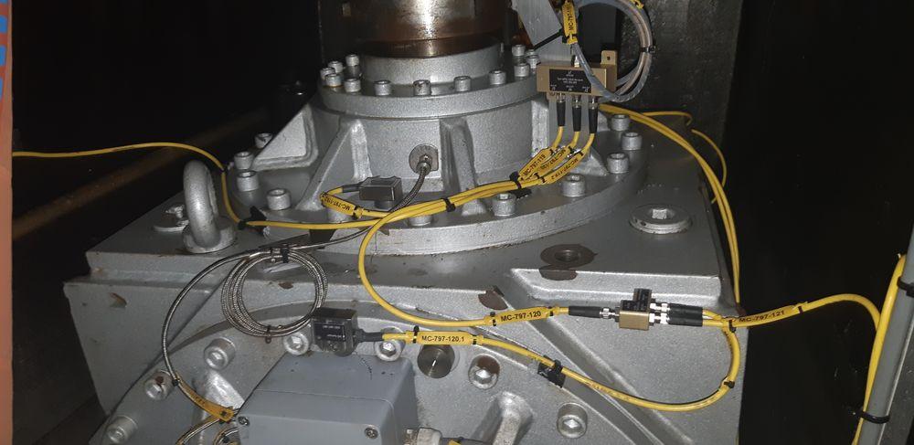 Sensorene trenger strøm til prosessering og retur av verdifull informasjon. Toppen av en vannet.