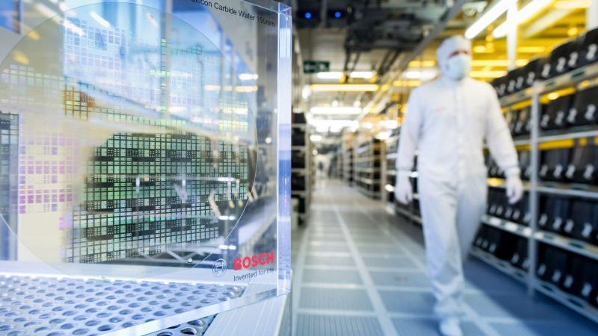 Tyske Bosch investerer over syv milliarder kroner i en ny fabrikk som skal produsere silisiumkarbid-wafer til mikrobrikker i elbiler.