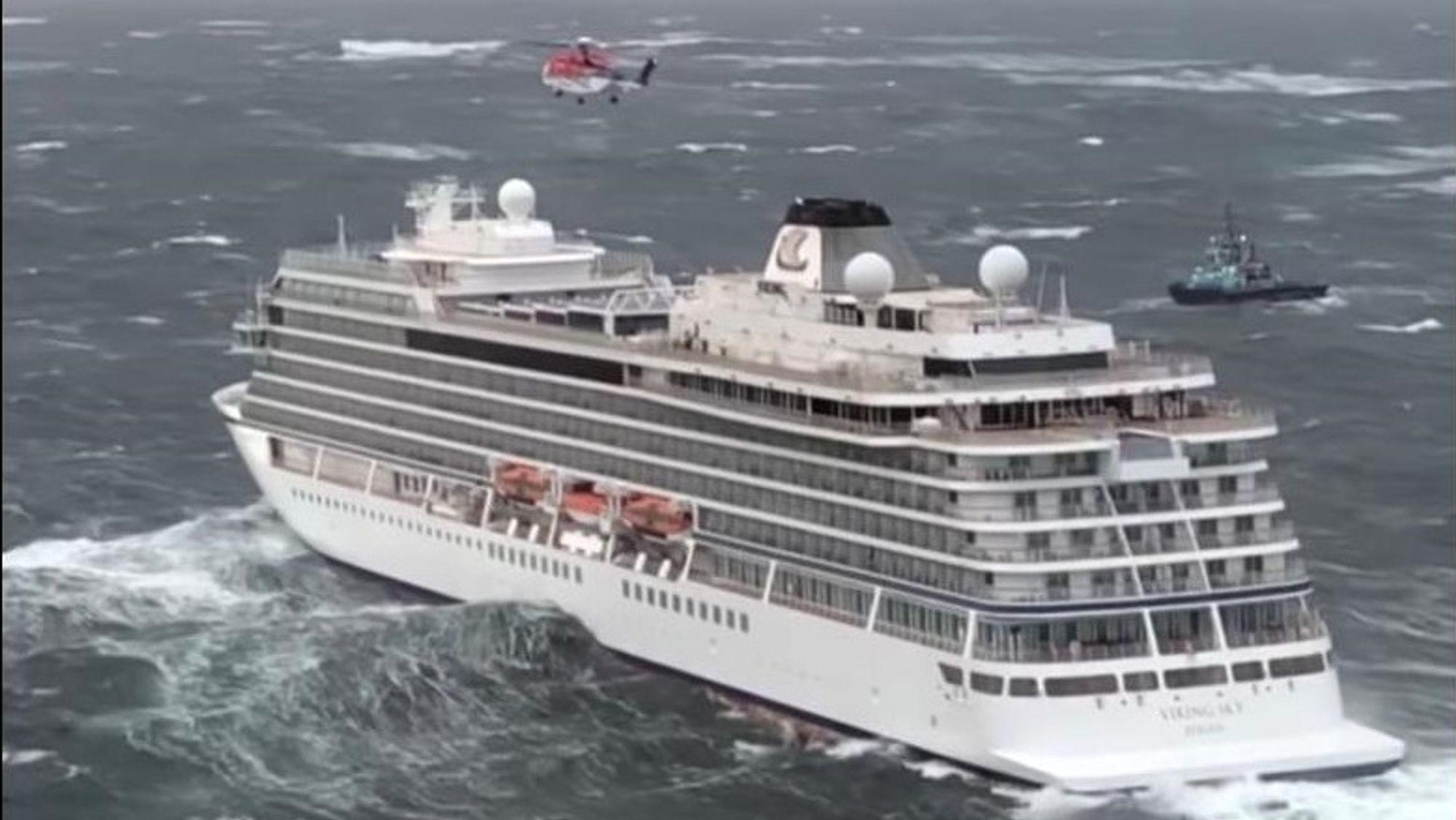 Det var 1373 personer om bord på Viking Sky. Evakuering via livbåter og andre fartøy var umulig. 470 ble reddet med helikopter.
