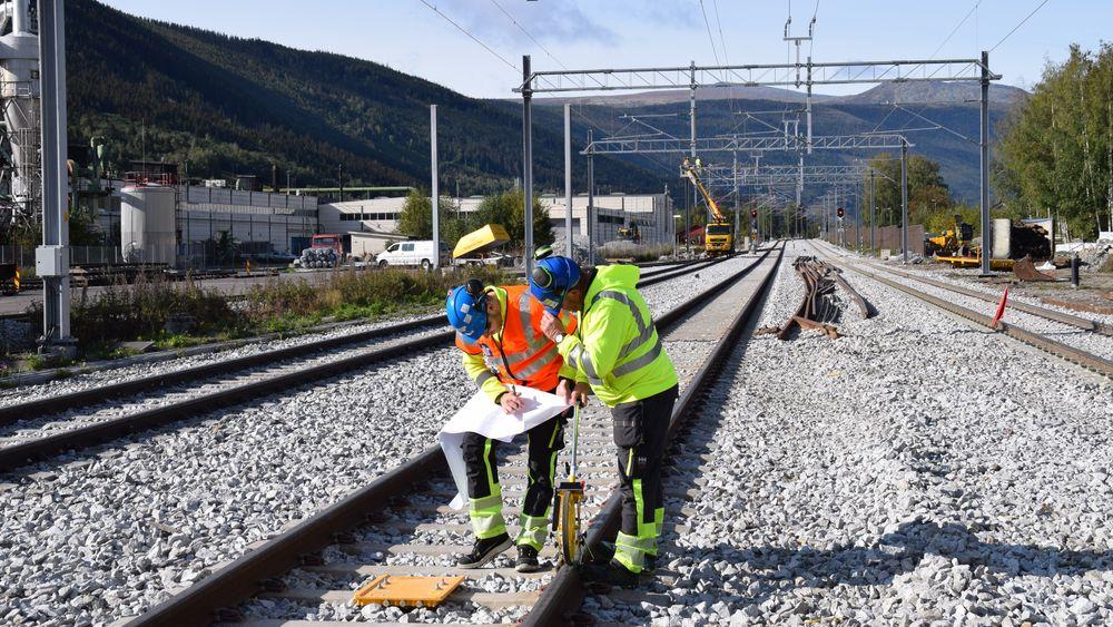 Det nye kryssingssporet på Kvam gjør det mulig å kjøre 600 meter lange godstog på Dovrebanen.