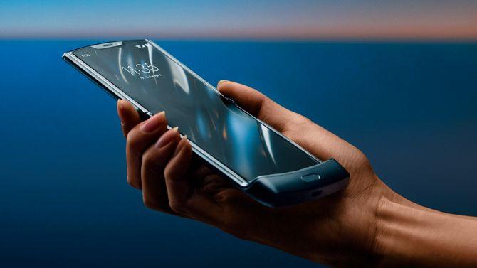 Når telefonen er brettet ut, har skjermen et høyde/breddeforhold på 21:9.