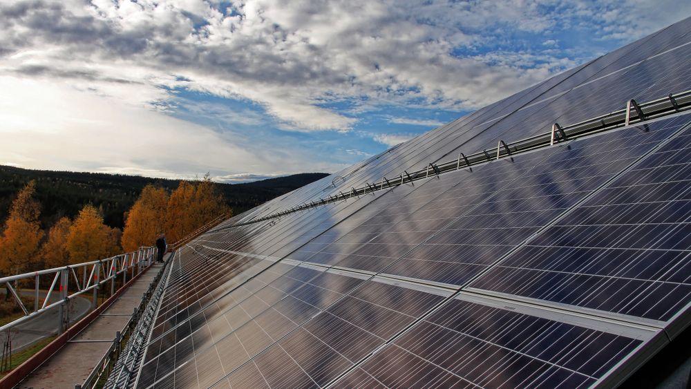 Solcelleanlegg på Høgskolen i Hedmark, den gang Norges største.