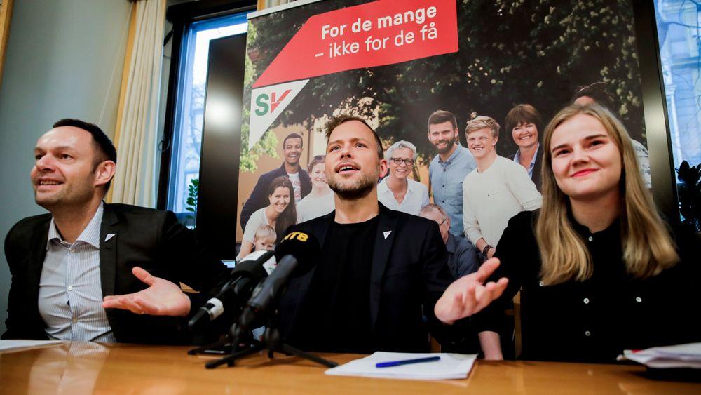 SVs nestleder Torgeir Knag Fylkesnes, partileder Audun Lysbakken og Solveig Skaugvoll Foss, SVs fungerende finanspolitisk talsperson, presenterer budsjettet.