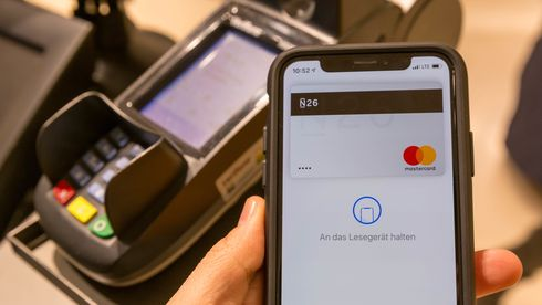 Kontaktfri betaling med Apple Pay.
