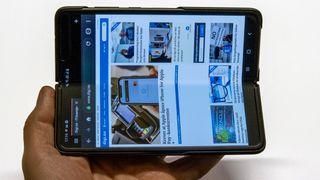 Vi testet Samsungs nye, brettbare mobiltelefon med stort batteri, mye minne og en heftig pris