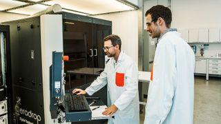 Ny inkjet-skriver gjør papir og plast til elektronikk