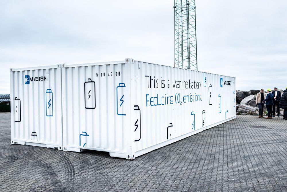 I desember monteres systemet i Singapore på containerskipet Maersk Cape Town. Innen den tiden vil batteriene bli installert i de seks racksene som nå er tomme. De leveres av Trident Maritime Systems i Odense og kan yte 1.800 kVA i opptil 20 minutter.Foto: Mikkel Meister