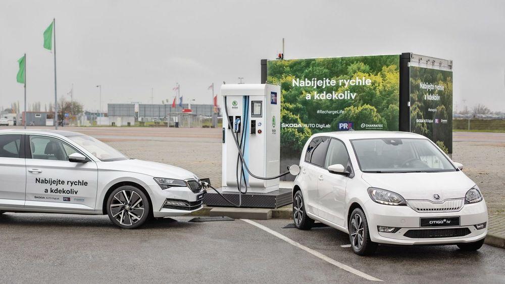 Hurtigladeren i Praha lader opp elbilene dobbelt så fort som kapasiteten i det nasjonale strømnettet skulle tilsi. Bærebjelken i systemet er et mekanisk svinghjul, som tar imot og lagrer energi.
