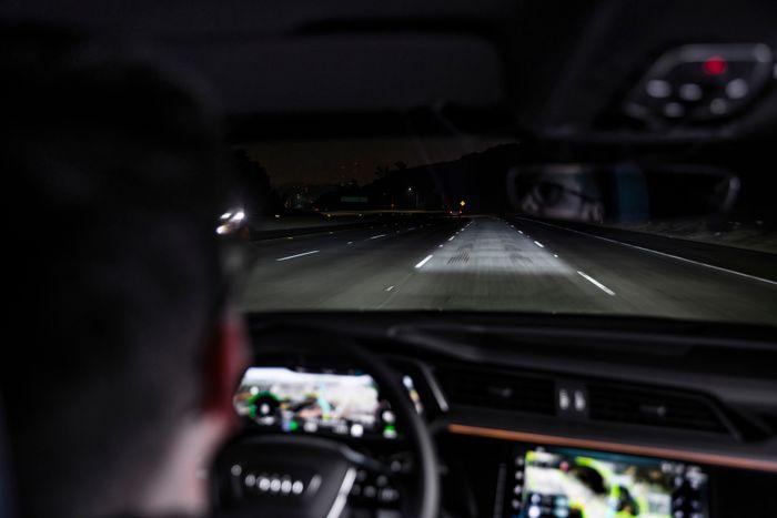 Den nye lysteknologien lager et svært definert lysfelt - kun i ditt eget kjørefelt.