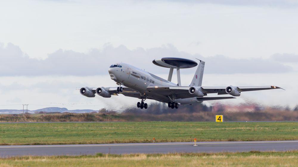 Et E-3A Awacs tar av fra Ørland flystasjon.