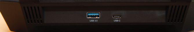 Det er både USB Type-A og Type-C.