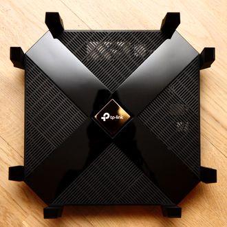 TP-Link Archer AX6000 sett ovenfra.