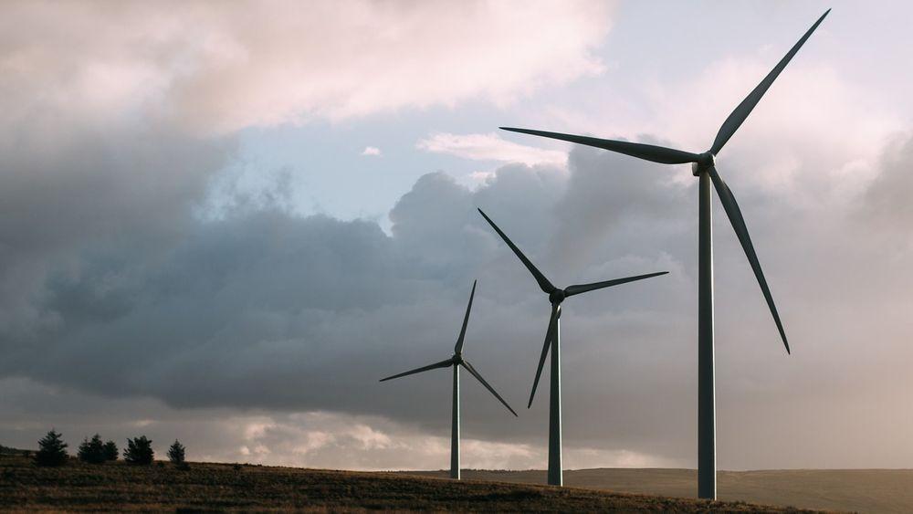 Danske myndigheter vil redusere motstanden mot vindmøller gjennom en rekke avhjelpende tiltak, etter at flere prosjekter er stoppet av lokal motstand de siste årene.