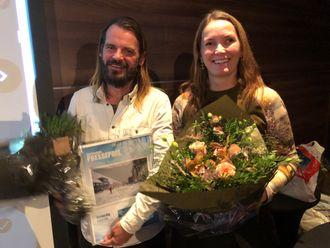 Fotograf Jacob Buchard mottok feature-prisen på vegne av ham selv og Frank Mersland. Til venstre juryleder Liv Iren Hognestad.