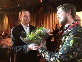Årets foto-vinner Tormod Flem Vegge (til venstre) og jurymedlem Sondre Lindhagen Nilssen