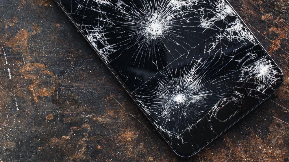 Irriterende, men de fleste har opplevd det. Med Nano-kvarts kan mobilglass bli langt mer motstandsdyktig.