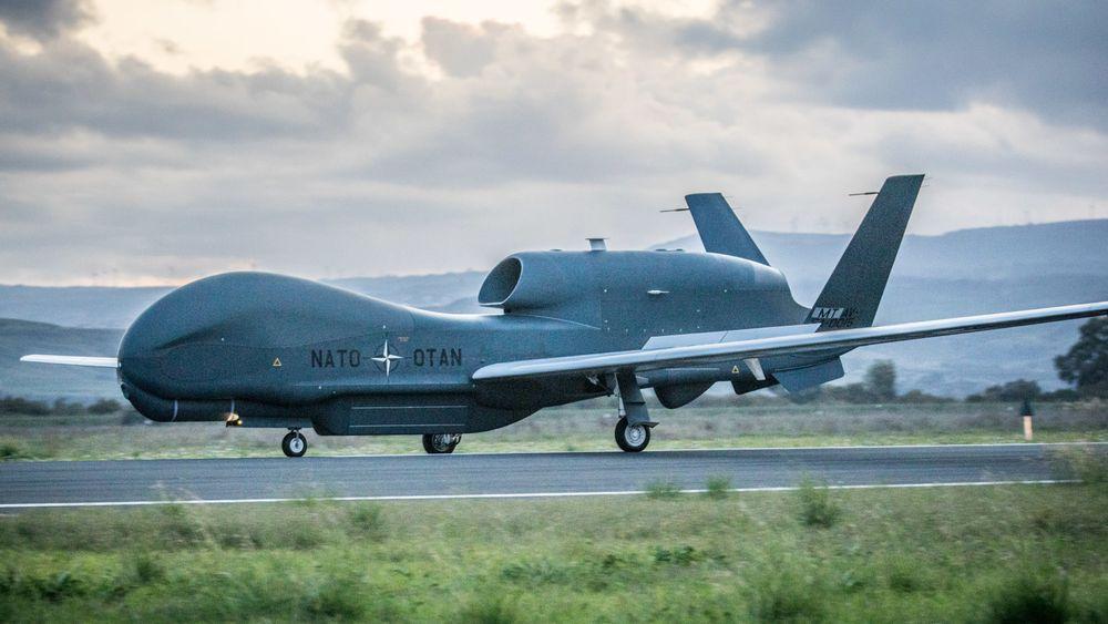 Natos første RQ-4D ankom Europa for første gang 21. november. I løpet av et halvår skal det komme fire droner til.