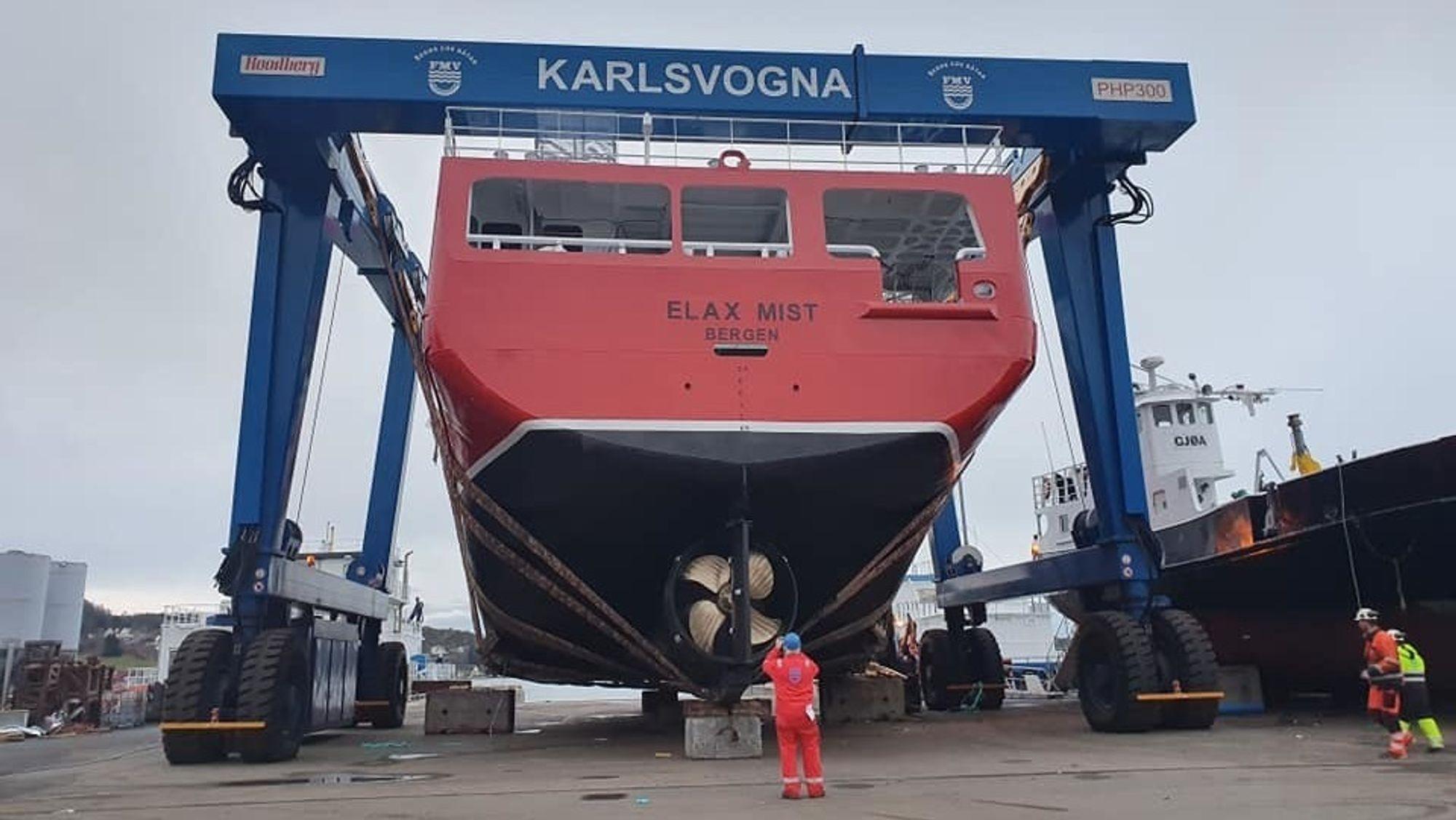 Elax Mist ble sjøsatt 24. november ved Fitjar Mekaniske Verksted. Båten skal nødbløgge fisk for oppdrettsnæringen på Vestlandet.